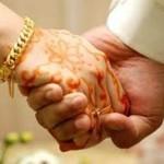 প্রেমিকের বাড়িতে বিয়ের দাবীতে অনশন