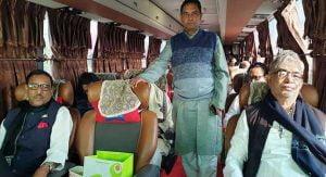 চিরায়ত ঐতিহ্য ভেঙে বাসে টুঙ্গিপাড়া যাচ্ছেন মন্ত্রীরা